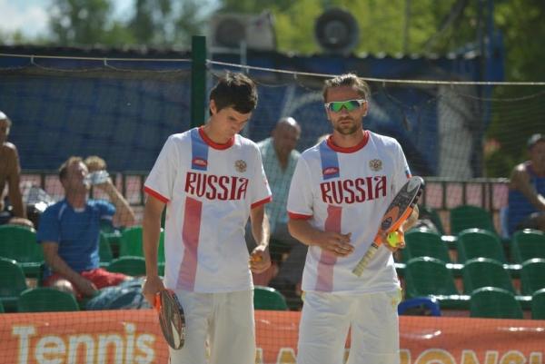 Сборная России в четвертьфинале командного чемпионата мира по пляжному теннису.