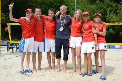 The Russian junior beach tennis team gets the bronze of the ITF Beach Tennis World Team Championship 2015